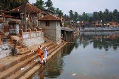 Wasserbecken in der indischen Stadt Gokarna Stockbilder