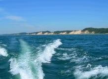 Wasserbootsspur auf Michigan See Stockfotos
