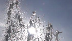 Wasserbrunnen in der Zeitlupe stock video