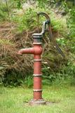 Wasserbrunnen-Handpumpe Stockbild