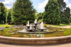 Wasserbrunnen im Park Stockbild