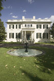 Wasserbrunnen und Virginia Governors Villa Stockfotos