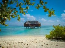 Wasserbungalowreihe in Malediven stockbild