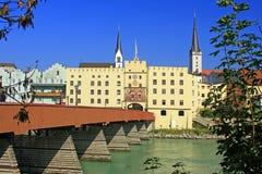 Wasserburg morgens Gasthaus, Bayern Stockfotografie
