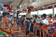 Wasserbus auf dem Chao Phraya in Bangkok lizenzfreie stockbilder