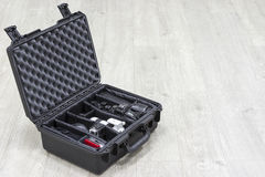 Wasserdichter Kunststoffkoffer mit Fotoausrüstung nach innen Stockbilder