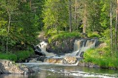 Wasserfälle auf dem Tohmajoki-Fluss Stockbilder