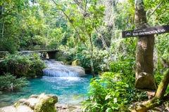Wasserfälle EL Nicho, Kuba lizenzfreie stockfotos