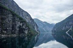 Wasserfälle in Geiranger Fjord Stockfoto