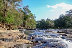 Wasserfälle im Landschaftsbild lizenzfreie stockbilder
