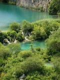 Wasserfälle im Wald Lizenzfreies Stockfoto