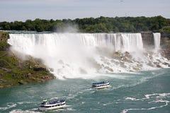 Wasserfälle und Ausflug-Boote Stockfoto