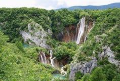 Wasserfälle und Felsen Stockbild