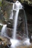 Wasserfälle und Felsen Stockbilder