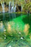 Wasserfälle und See Stockfotografie