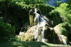 Wasserfälle von Baume-les-Messieurs Lizenzfreie Stockbilder