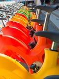 Wasserfahrräder in der Linie, gekennzeichnet für Swimmingpool lizenzfreies stockbild