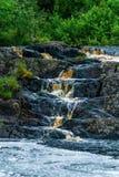 Wasserfall Ahvenkoski, Republik von Karelien, Russland, im August 2016 Lizenzfreie Stockfotografie