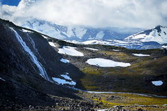 Wasserfall auf dem Berg Stockbild