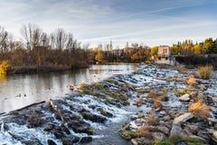 Wasserfall auf dem Ebro Lizenzfreie Stockbilder