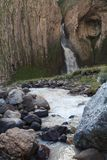 Wasserfall auf dem Fluss Malka Stockfotografie