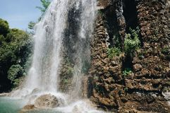 Wasserfall auf dem Schlosshügel, Nizza, Frankreich lizenzfreie stockfotografie