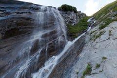 Wasserfall auf dem Weg zu Grossglockner, Österreich Lizenzfreie Stockfotografie
