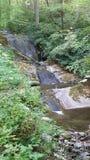 Wasserfall auf glatten Felsen Stockfotos