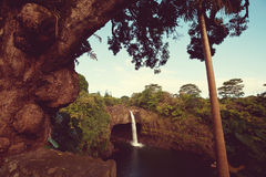 Wasserfall auf Hawaii Stockfotos