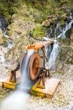 Wasserfall auf Nebenfluss Lizenzfreie Stockbilder