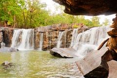 Wasserfall auf Tageslicht in Asien Lizenzfreies Stockbild