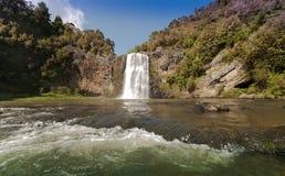 Wasserfall bei Hunua Stockfotos