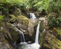 Wasserfall bei Ingleton, Großbritannien stockfotografie