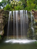 Wasserfall am botanischen Garten Lizenzfreies Stockbild
