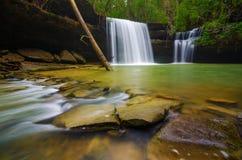 Wasserfall an Caney-Nebenfluss stockbild