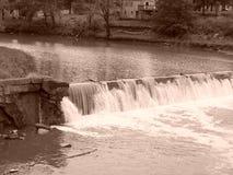 Wasserfall an Caplinger-Mühle Lizenzfreie Stockfotos