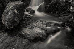 Wasserfall in Cuillin-Hügeln, Insel von Skye, Schottland, Großbritannien Lizenzfreie Stockfotografie