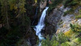 Wasserfall in den Dolomit, Cortina d ` Ampezzo, Italien stock video