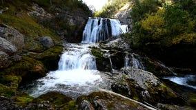 Wasserfall in den Dolomit, Cortina d ` Ampezzo, Italien stock footage