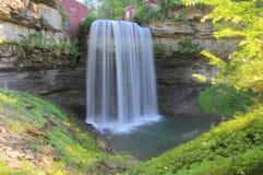 Wasserfall an der alten Mühle Lizenzfreies Stockfoto