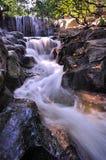 Wasserfall in der Bewegung Lizenzfreie Stockfotos