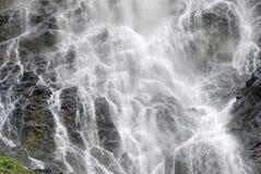 Wasserfall, der das Feld füllt Lizenzfreies Stockfoto