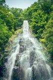 Wasserfall in der Natur Lizenzfreies Stockfoto