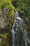 Wasserfall in der Russkaya-Bucht am südwestlichen Teil von Avacha-Golf von Pazifischem Ozean Lizenzfreie Stockfotos