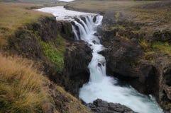 Wasserfall in der Schlucht Kolugil Stockbild