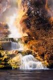 Wasserfall des heißen Frühlinges Stockfotos