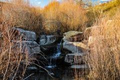 Wasserfall des kleinen Stromes lizenzfreies stockbild