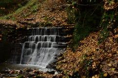Wasserfall in Dunfermline Stockbilder