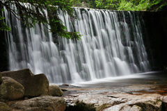 Wasserfall Dziki in Karpacz, Karkonoszy, Polen Lizenzfreies Stockbild