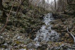 Wasserfall eingefroren Lizenzfreie Stockfotos